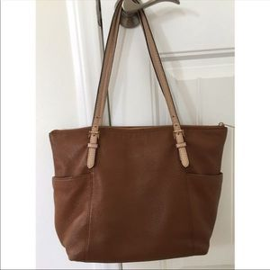 Michael Kors Leather Tote bag with zipper.